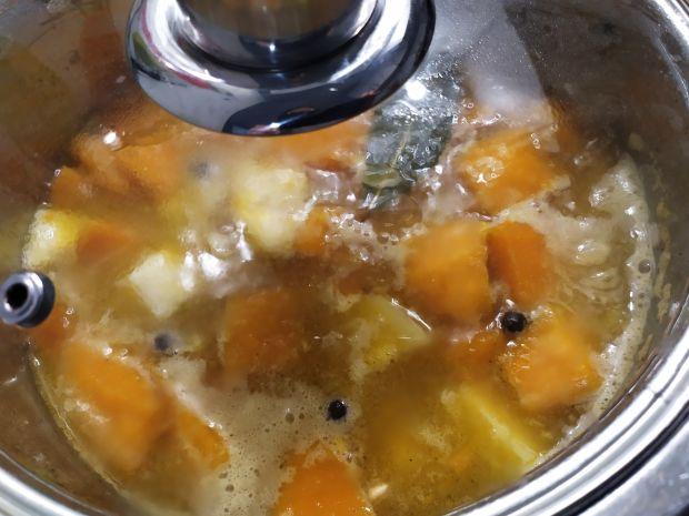 Rozgrzewająca zupa-krem z dyni