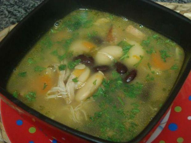 Różnokolorowa zupa fasolowa