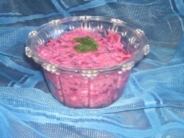 Różowa sałatka