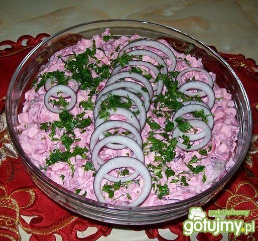 Różowa sałatka śledziowa