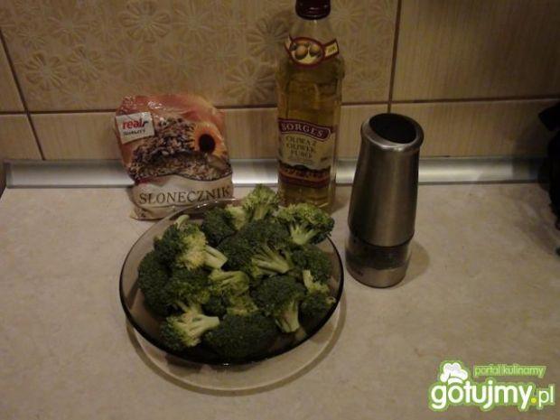Różyczki brokułu ze słonecznikiem
