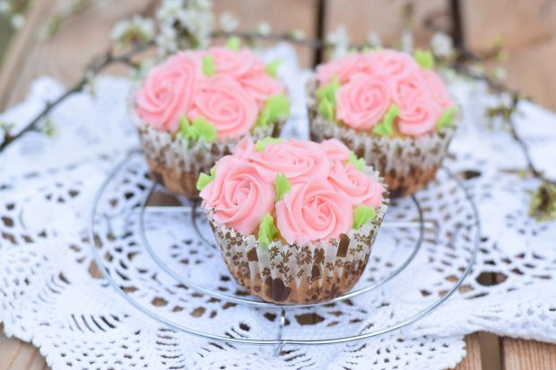 Różyczkowe muffinki na mleku skondesowanym