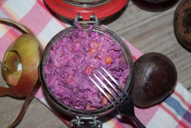 Rubinaowa sałatka z buraków kiszonych