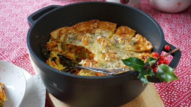 Ryba po grecku zapiekana pod ciastem francuskim