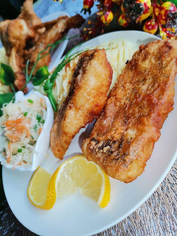 Ryba szczupak smażona w głębokim oleju