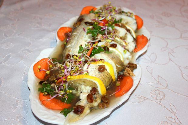 Ryba w galarecie faszerowana grzybami i rodzynkami