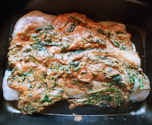Ryba w sosie pomidorowo - szpinakowym