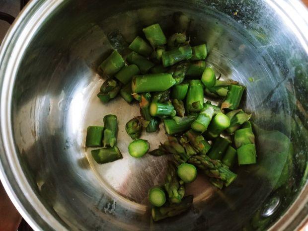 Ryba w sosie śmietanowym ze szparagami