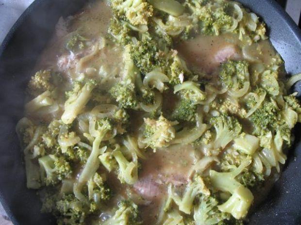 Ryba z brokułami w sosie curry