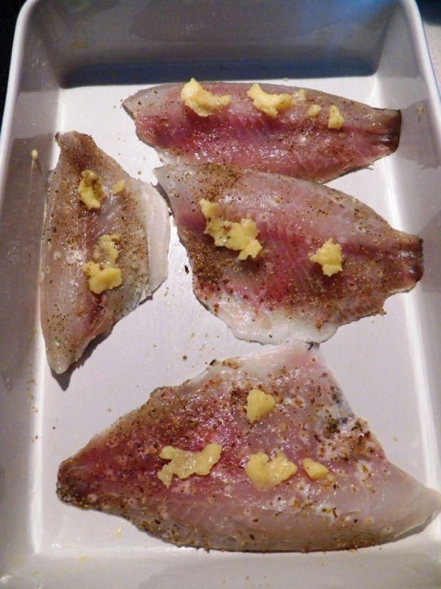 Ryba z jarmużem i ciecierzycą