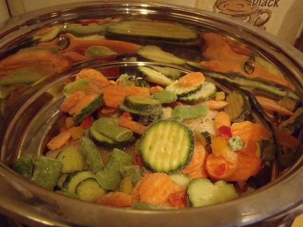 Ryba z mieszanką warzywną z pary