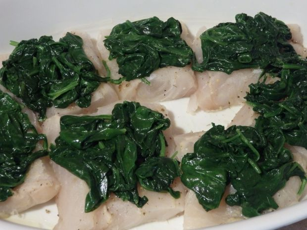 Ryba zapiekana pod pierzynką ze szpinaku