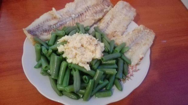 Ryby z fasolką i jajecznicą