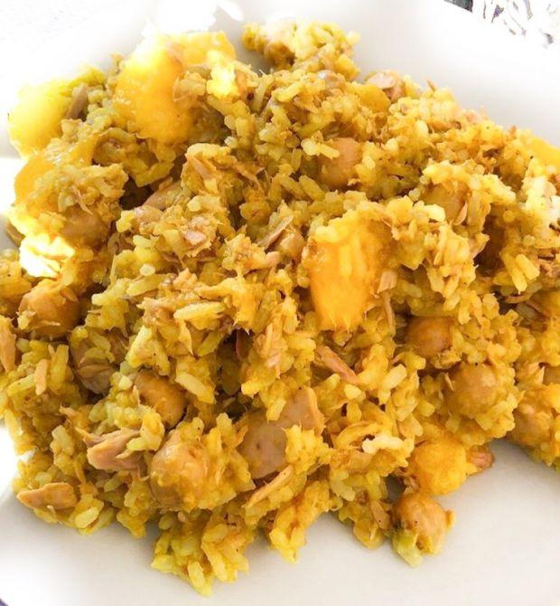 Ryż curry z ciecierzycą i mango