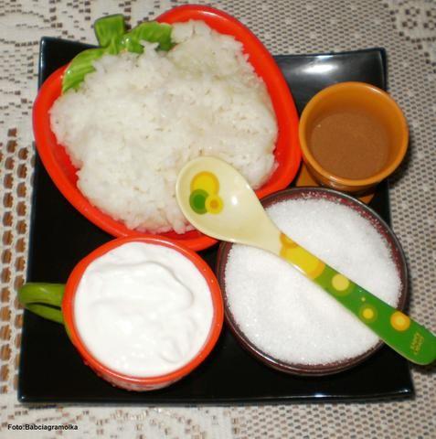 Ryż na mleku ze cukrem i cynamonem