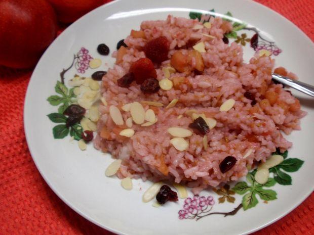 Ryż na różowo z patelni.