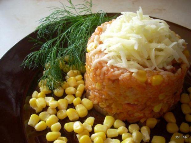 Ryż pomidorowy z kukurydzą i serem