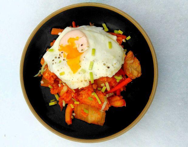 Ryż smażony z kurczakiem i kimchi