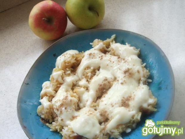 Ryż z jabłkami i sosem waniliowym