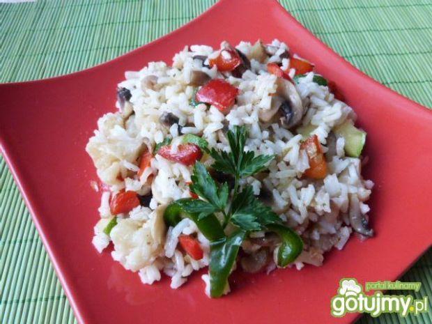 Ryż z kalafiorem, pieczarkami i papryką