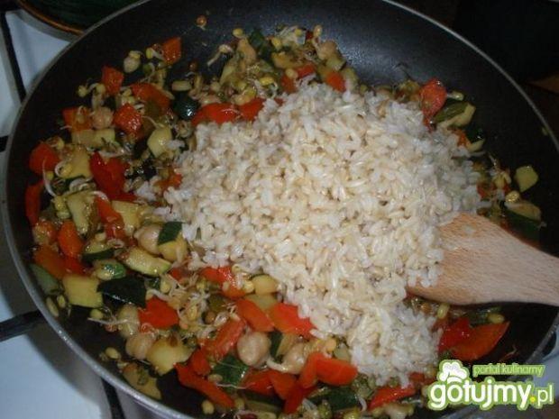 Ryż z kiełkami Stir Fry,cukinią,papryką
