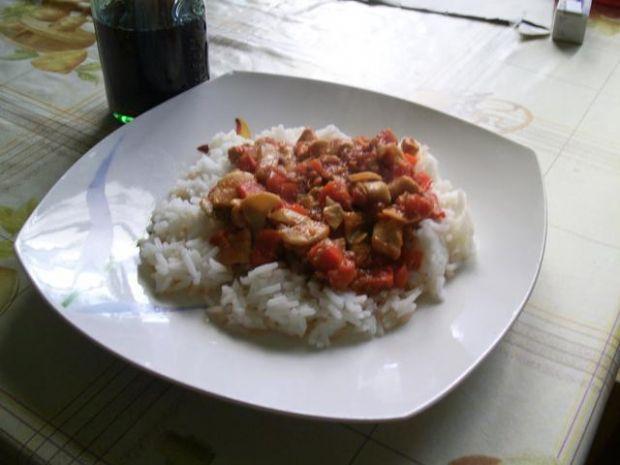 Ryż z kurczakiem w papryce i pomidorach