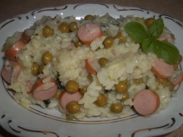 Ryż z parówkami i groszkiem