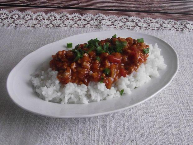Ryż z potrawką ostro - słodką z mięsem