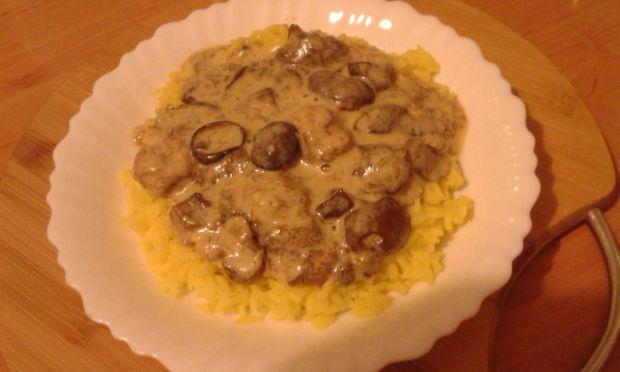 Ryż z sosem grzybowym
