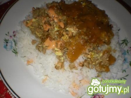 Ryż z sosem mięsnym na słodko
