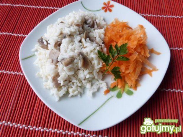 Ryż z sosem pieczarkowym