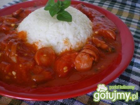 Ryż z sosem z parówkami