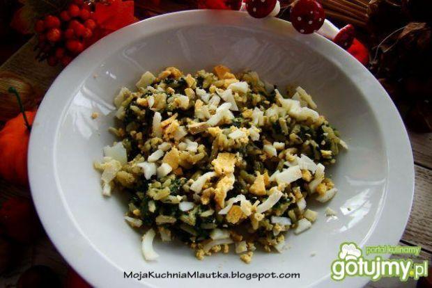 Ryż z szpinakiem i siekanym jajkiem