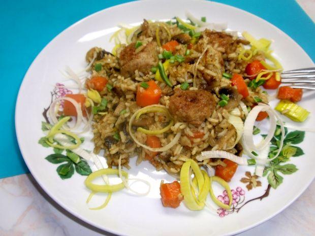 Ryż z warzywami i pulpecikami