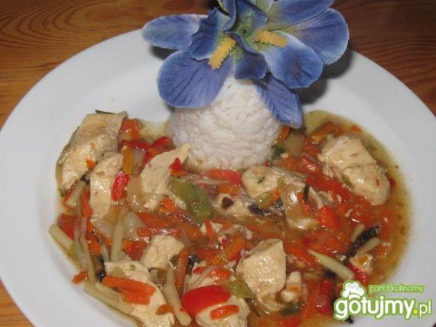 Ryż z warzywami po chińsku.
