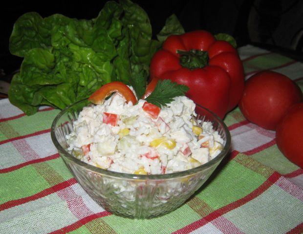 Ryżowa sałatka z kurczakiem i papryką