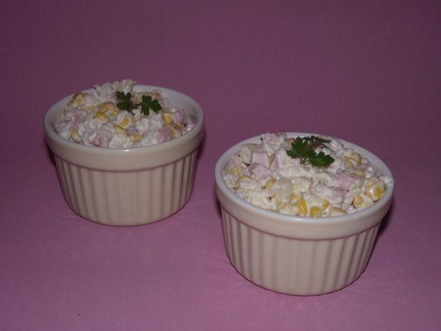 Ryżowa sałatka z szynką i ananasem