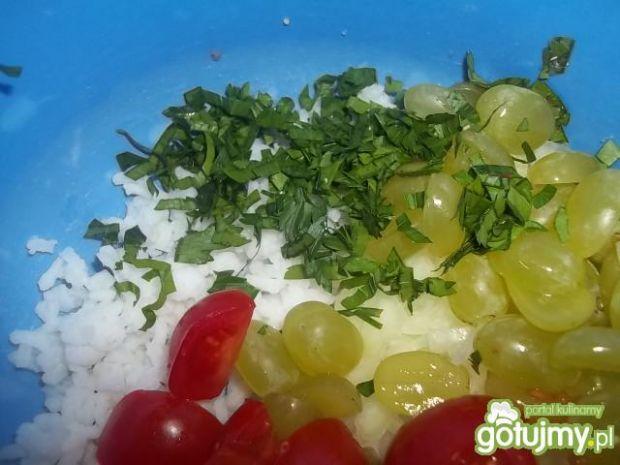 Ryżowa sałatka z winogronami