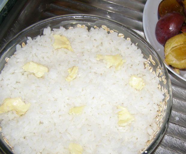 Ryżowa tarta śliwkowa z płatkami owsianymi