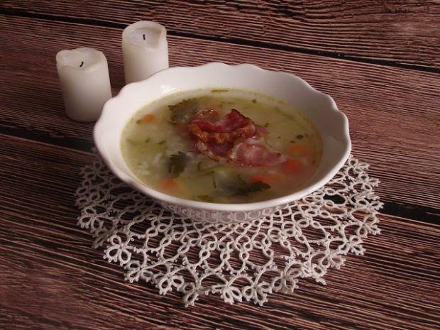 Ryżowa zupa ogórkowa z chipsami serrano