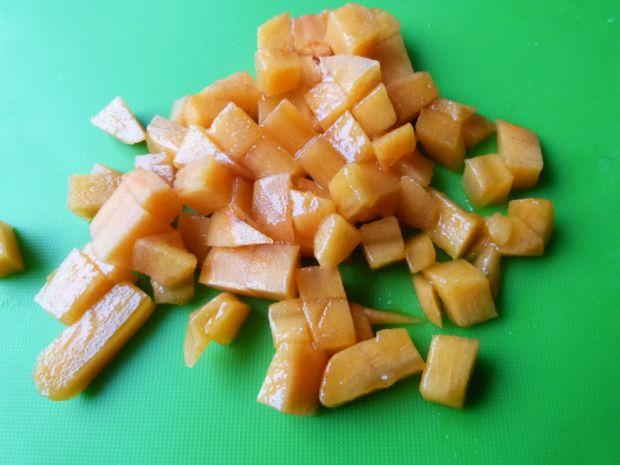 Sałata lodowa z owocem kaki