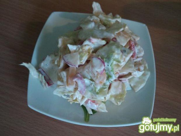 Sałata lodowa z warzywami