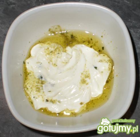 Sałata masłowa z kwaśną śmietaną