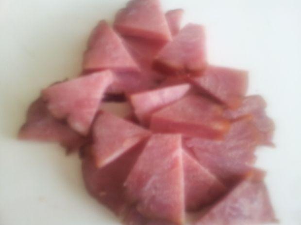 Sałata z anchovies z kaparami, kumkwatem żywiecką.