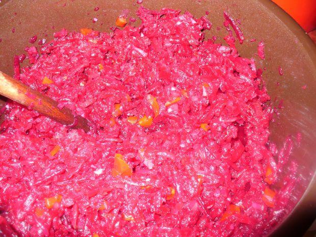 Sałata z czerwonych buraków z papryką do słoików