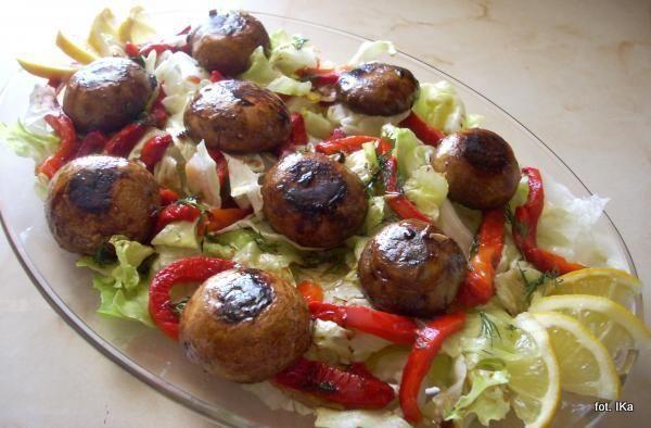 Sałata z grillowanymi grzybami i papryką
