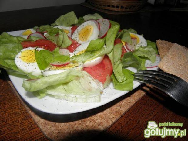 Sałata z jajkiem .