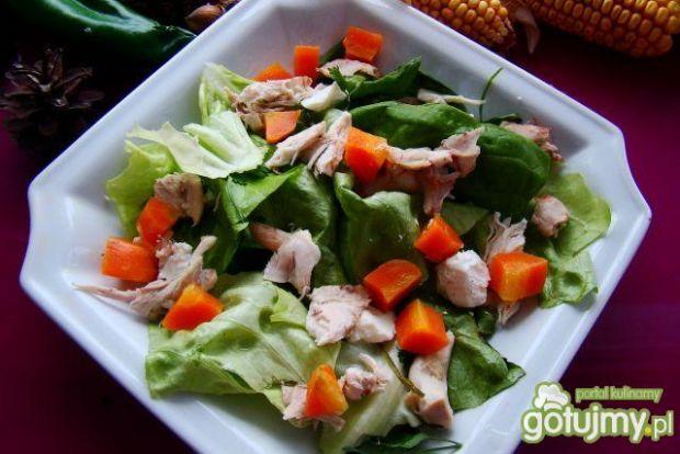 Sałata z kurczaczkiem i marchewką