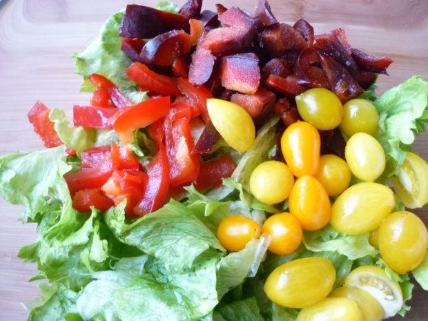 Sałata z papryką i pomidorami