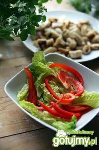Sałata z papryką w cytrynowym sosie